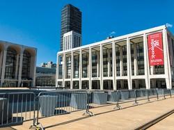 NYフィルの本拠地デビット・ゲフィン・ホールも新型コロナ対策で閉鎖中 筆者撮影