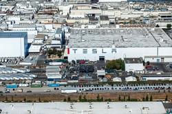 カリフォルニア州にあるテスラ社の工場 (Bloomberg)