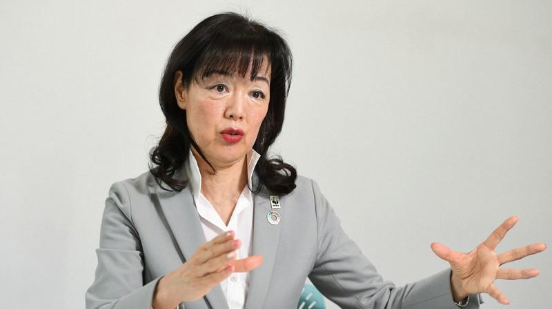 温暖化防止に向けた日本の取り組みについて語る小西雅子・WWFジャパン専門ディレクター=東京都世田谷区で2020年3月25日、宮本明登撮影