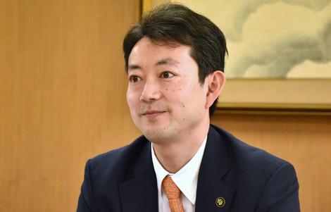 熊谷俊人氏=須藤孝撮影