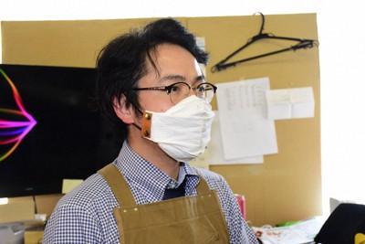 は マスク ホルダー と 【マスク詐欺】息苦しさを解消しようと「マスクホルダー」を使ったら顔面レベルが上がった