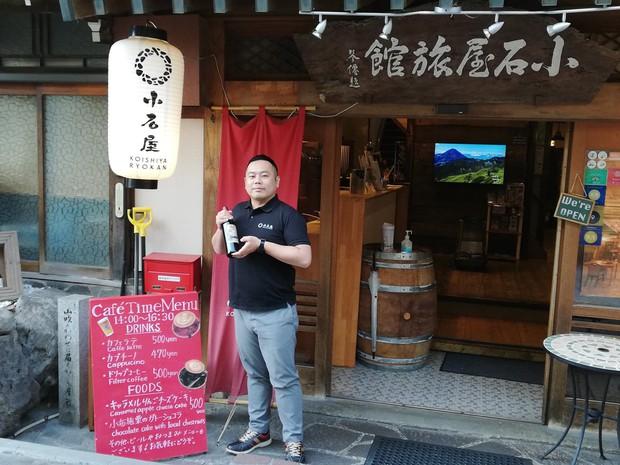 「小石屋旅館」の石坂大輔さん(長野県山ノ内町)(筆者撮影)