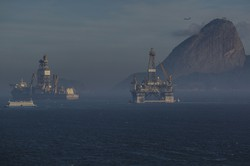 原油安が産油国を襲った(ブラジルの海上油田)(Bloomberg)