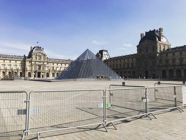 閉鎖中のルーブル美術館=パリで2020年4月7日午後4時55分、久野華代撮影