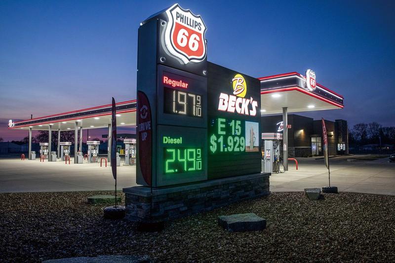 協調減産の再開が合意されたが、原油価格は上がらない (Bloomberg)