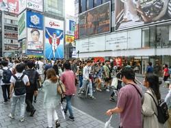 大阪では商業施設の賃料が下落(コロナショック前のミナミの戎橋ビル前)