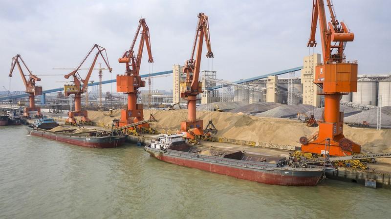 中国・広州の穀物ターミナル(Bloomberg)