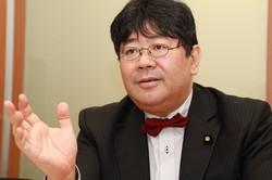 山田太郎氏=岡本同世撮影