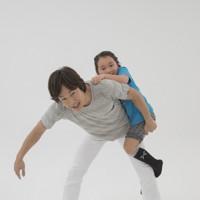 親子体操「ロッククライミング」=「親子でからだあそび」より