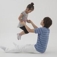 親子体操「グーパージャンプ」=「親子でからだあそび」より