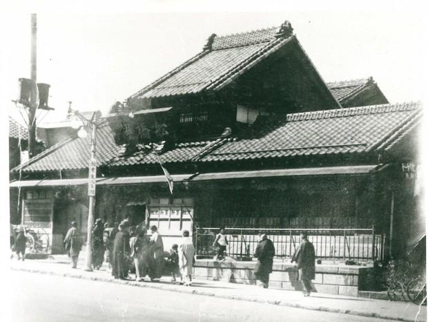 昭和初期に撮影された本店。建物は東京大空襲で焼失した(船橋屋提供)