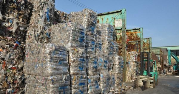 プラスチックごみ削減 製造事業者に自主回収要請 政府制度改革、21年1月決定
