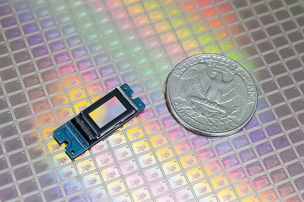 0.37㌅で解像度1920×1080(1080P)のLCOS(韓国ラオンテック製) ラオンテック提供