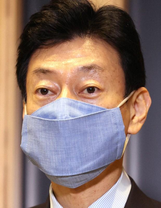 閣僚たち、マスクで競う個性 小さい「アベノマスク」[写真特集4/6]- 毎日新聞