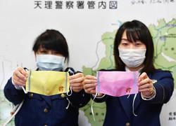運転免許を自主返納する高齢者に配布する手作りマスク=奈良県天理市で2020年4月23日、木葉健二撮影