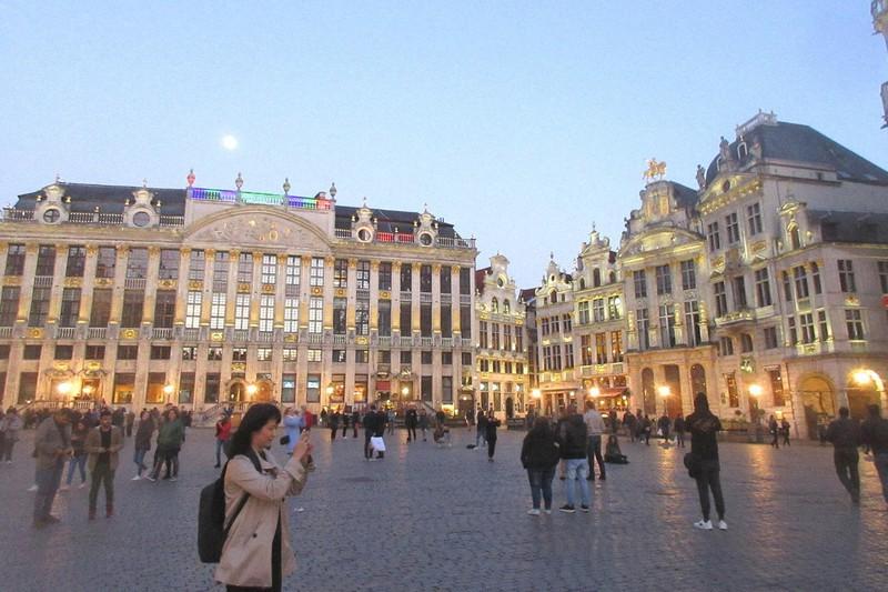 人口当たりの死者数が多いベルギー(ブリュッセルのシンボル「グランプラス」、2017年5月8日、筆者撮影)