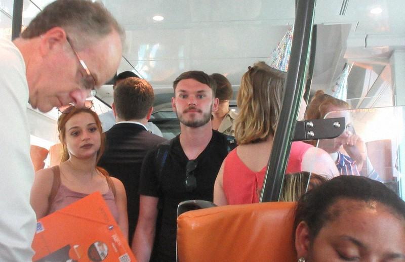 富裕国モナコにフランスから電車で通勤する労働者(2017年5月7日、筆者撮影)