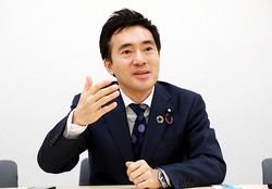 矢倉克夫氏=岡本同世撮影