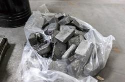 中国で作られたネオジムのインゴット (Bloomberg)