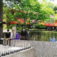 事故現場近くの慰霊碑前で行われた追悼法要=甲賀市信楽町で2020年5月14日、代表撮影