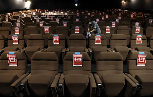 営業再開した新潟の映画館 念入りに消毒するスタッフ 写真特集5 5 毎日新聞