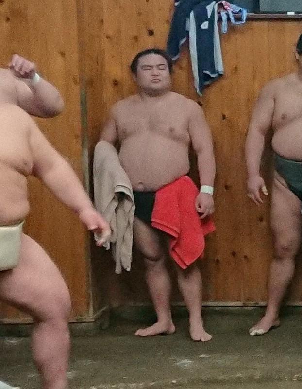 力士 死亡 コロナ コロナ感染で死去の力士は、日本の失策の犠牲者!「#4日間はうちで」...