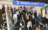 緊急事態宣言が解除されて一夜明けた15日朝の西鉄福岡(天神)駅=2020年5月15日、田鍋公也撮影