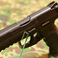 陸上自衛隊の新拳銃「9㎜拳銃SFP9」=防衛省で2020年5月18日、宮間俊樹撮影