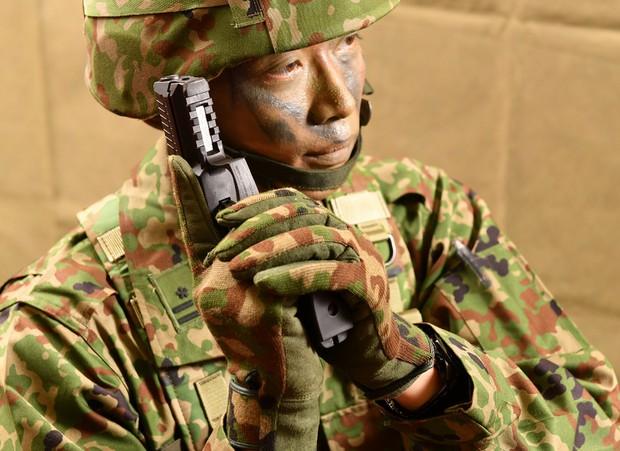 自衛隊:陸自、小銃を31年ぶりに更新 安定性、耐水性向上 拳銃は38年 ...