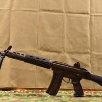 陸上自衛隊の旧小銃の「89式5.56㎜小銃」」=防衛省で2020年5月18日、宮間俊樹撮影