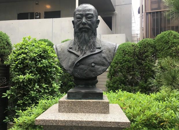 東京博善の創業者・木村荘平氏の銅像(東京・町屋斎場)
