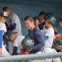 新型コロナウイルス感染拡大の影響で第102回全国高校野球選手権大会の中止が決まった20日、練習に臨む聖光学院の野球部員たち=福島県桑折町で2020年5月20日、和田大典撮影