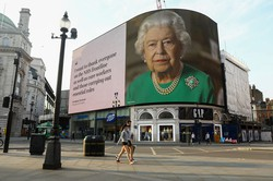 エリザベス女王の演説は英国民に響いたか(Bloomberg)