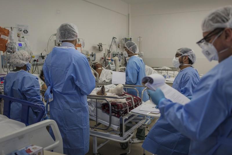 重症患者に必要なのは集中治療室(Bloomberg)
