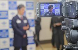 コロナ対策で一躍注目度が高まった大阪府の吉村洋文知事(大阪府庁で5月7日)