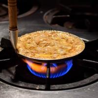 森本さんが作る親子丼=大阪市淀川区で2020年5月16日、平川義之撮影
