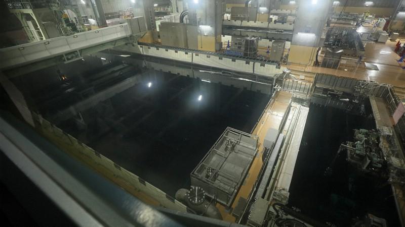 日本原燃の使用済み核燃料の受け入れ貯蔵プール=青森県六ケ所村で2018年12月10日、佐々木順一撮影