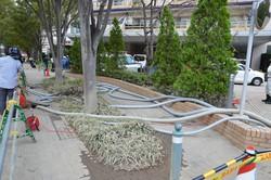 地下にたまった水をポンプで排出する川崎市内のマンション