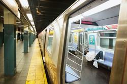 3000人以上のホームレスが集まり、治安や衛生面の悪化が懸念される (Bloomberg)