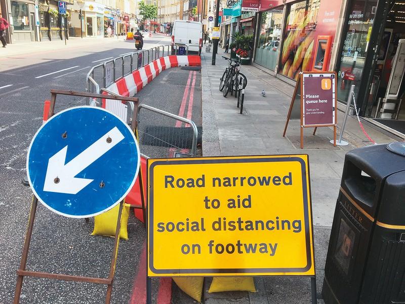 ロンドン市内では歩道の拡張工事や自転車道の整備が始まった 筆者撮影