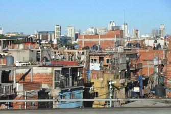 アルゼンチンでも感染は拡大している(首都ブエノスアイレスの低所得者地区、2018年1月6日、筆者撮影)
