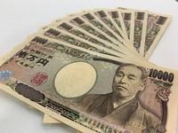 This file photo shows 100,000 yen in cash. (Mainichi/Kazuhisa Soneda)