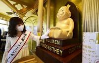 A third Billiken statue, which had been removed for a repair, is seen at an observatory at Tsutenkaku Tower in Osaka's Naniwa Ward on May 29, 2020. (Mainichi/Tatsuya Fujii)