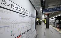 A platform and a guideboard at Toranomon Hills Station on Tokyo Metro's Hibiya Line are seen in the capital's Minato Ward on June 2, 2020. (Mainichi/Masahiro Ogawa)