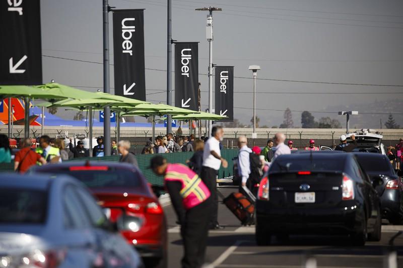 コロナでライドシェアは大打撃を受けた(Bloomberg)