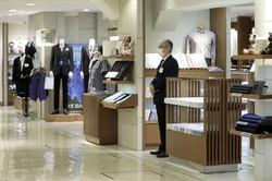 緊急事態宣言の解除に先立ち、百貨店各社は一部店舗で営業を再開した(Bloomberg)