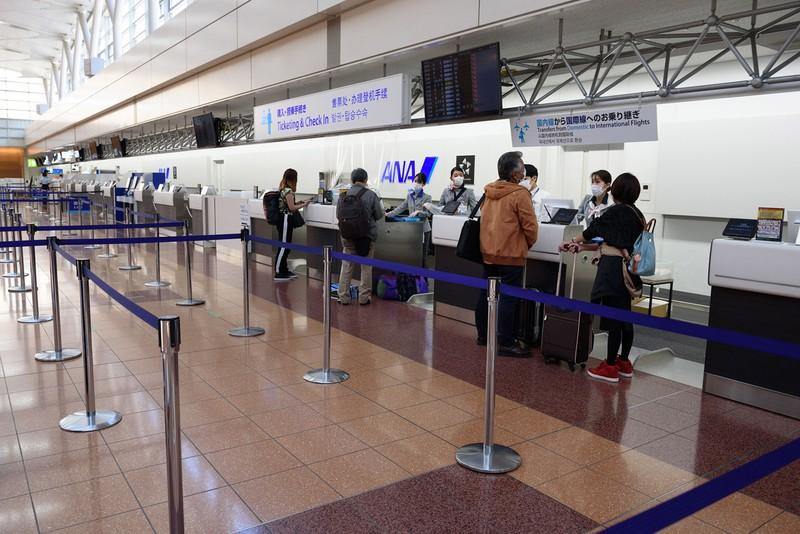 緊急事態宣言の期間中の羽田空港(Bloomberg)