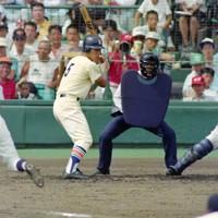 第74回全国高校野球選手権大会2回戦(明徳義塾-星稜)、五回表星稜1死一塁、3度目の敬遠をされる星稜の松井=阪神甲子園球場で1992年8月16日