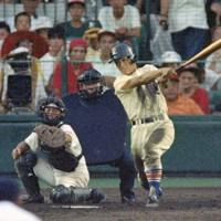 第74回全国高校野球選手権大会1回戦(星稜-長岡向陵)、八回裏星稜無死二、三塁、林が右前適時打を放つ=阪神甲子園球場で1992年8月1日