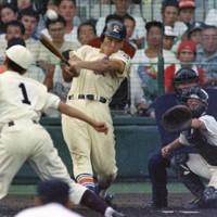 第74回全国高校野球選手権大会1回戦(星稜-長岡向陵)、五回裏星稜1死一、二塁、松井が右中間に2点打を放つ=阪神甲子園球場で1992年8月11日